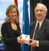 Cristina Garmendia y el profesor Roy J. Glauber